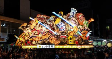 Two warriors facing off with swords at the Nebuta Festival. Photo: Edward Portillo